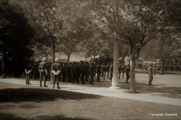 Embarque de tropas para África em 12 de Abril de 1969. A vigilância da Polícia Militar é bem visível.