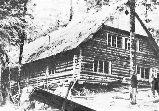 Hospital no. 7 do monte Javornica, Drežnica em 1943, pouco antes da sua destruição final.