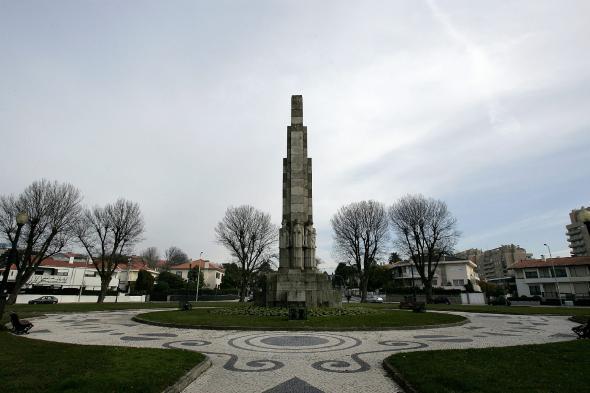 Monumento ao Esforço Colonizador Português foi desmantelado no início da década de 50 e está actualmente na Praça do Império. Fotografia de Manuel Roberto.