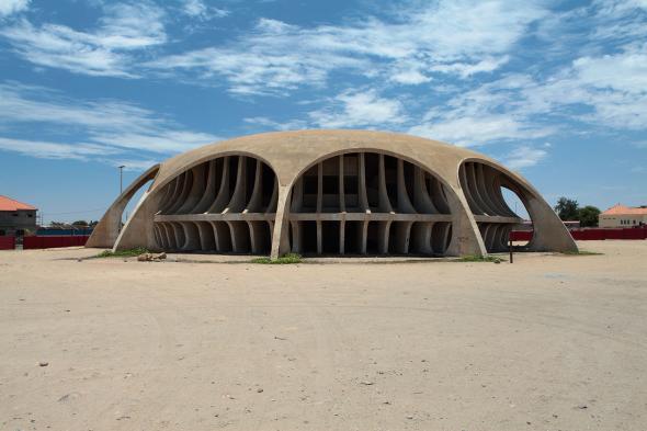 O Cine-Estúdio do Namibe é um edifício projectado pelo arquitecto José Botelho Pereira para Moçâmedes, mas que nunca recebeu filmes. Walter Fernandes (Livro | Angola Cinemas)