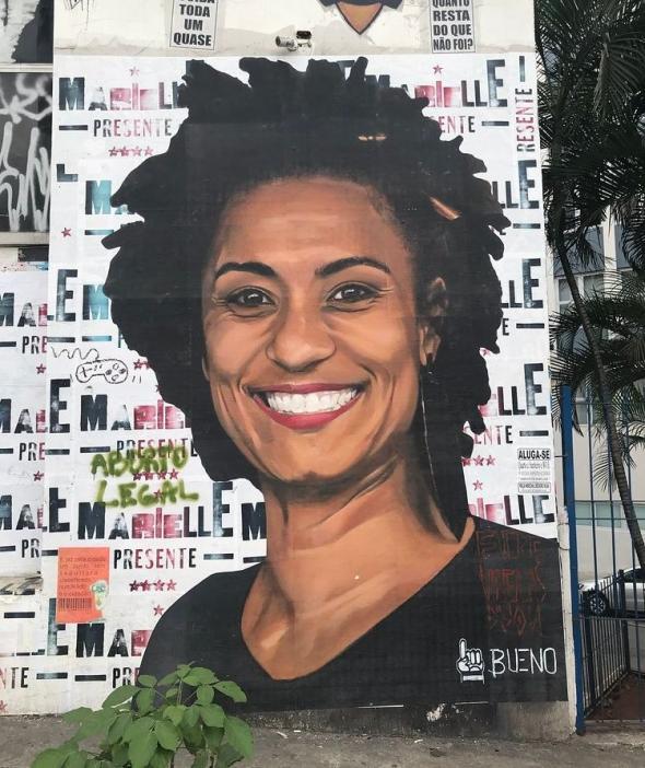 Retrato de Marielle Franco pelo artista Luis Bueno numa rua de São Paulo
