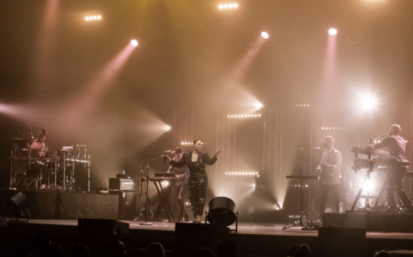 Mayra Andrade performing in Porto. Bruno Ferreira