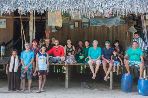 Durante as filmagens do episódio A morada de Hâkwo realizado por Vincent Carelli e Wewito Piyãko para uma série de TV. Foto de Talita Oliveira
