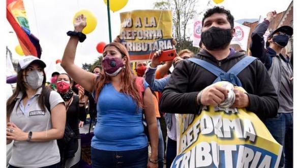 Os protestos começaram com a contestação da uma Reforma Tributária (BBC)