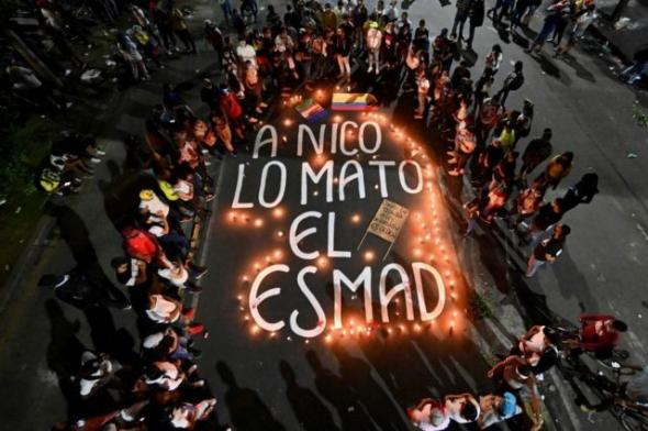 Vigília por Nico, um dos 43 manifestantes mortos desde o início dos protestos (BBC)