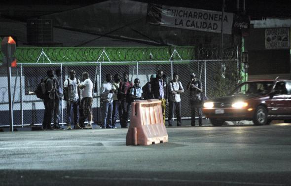 Grupo Nación - Migrantes africanos aguardam para continuar viagem para a Nicarágua
