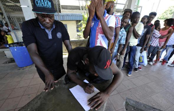 Grupo Nación - Registo de migrantes na entrada na Costa Rica