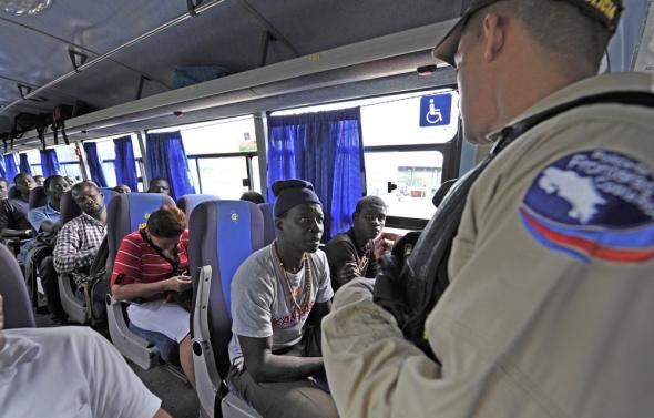 Grupo Nación - Controlo de migrantes africanos na viagem do sul da Costa Rica para o norte, na fronteira com a Nicarágua