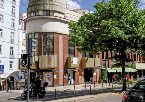 O antigo Cinema Lyz, depois Roxy, hoje mais um prédio comercial na Almirante Reis.