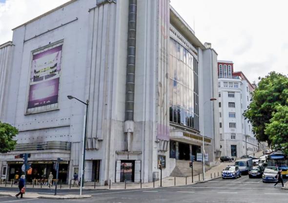 O Cinema Império não resistiu aos centros comerciais e hoje é um templo pentecostal.