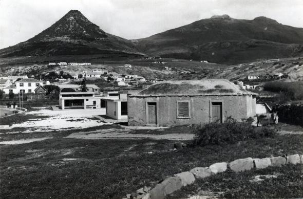 Escola Primária do Porto Santo. Autor desconhecido. Cedência Secretaria do Turismo e Cultura | Direção Regional  do Arquivo e Biblioteca da Madeira.