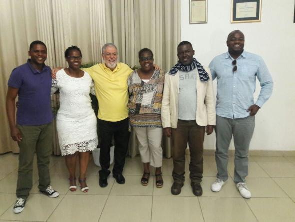 Foto em Maputo com amigos moçambicanos quer estudaram no Brasil