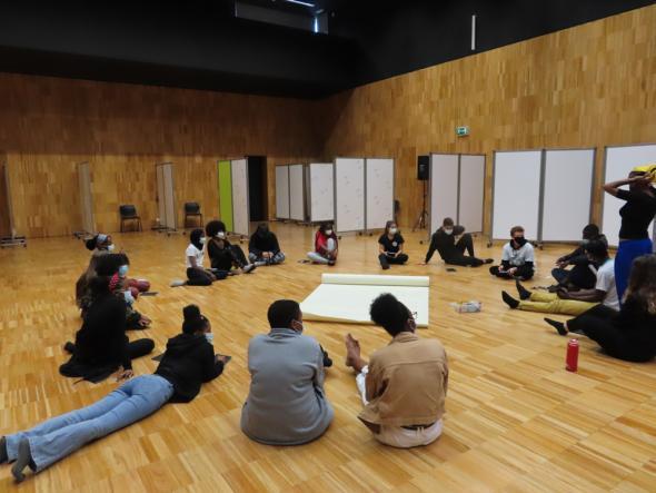 Alunos da escola secundária Seomara da Costa Primo, no âmbito do projeto 'Pass the Mic!'