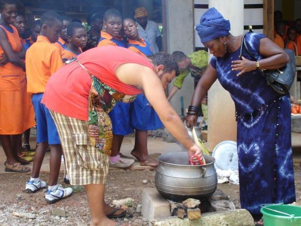 In Collaboration (em colaboração). Parte da instalação Cozinhando no Gana