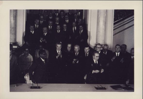 assinatura dos acordos URSS – Angola (na Bulgária). 15/10/1976