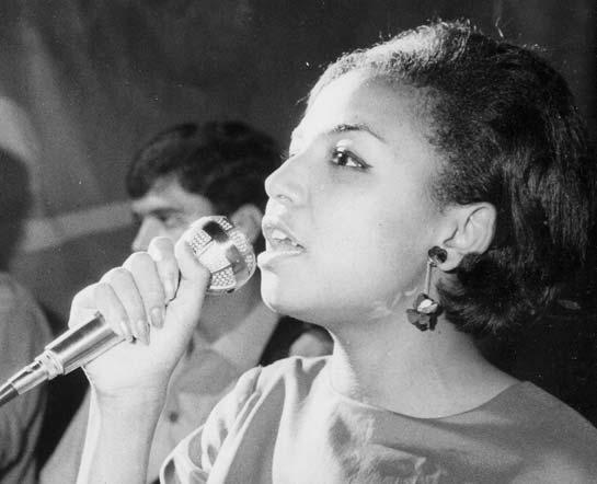 Actuando em Luanda, 1969. Arquivo Milita.