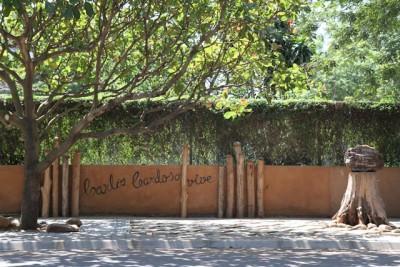 Mural na Avenida Mártires da Machava, assinalando o local onde Carlos Cardoso foi assassinado a tiro. Foto de Vasco Costa.