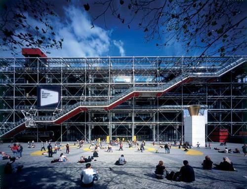 A exposição 'Les Magiciens de la Terre' teve lugar no Centro Georges Pompidou, Paris, França.
