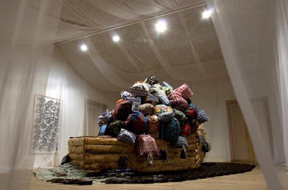 Barthélémy Toguo, Road for Exile, 2009, foto Fernando Piçarra