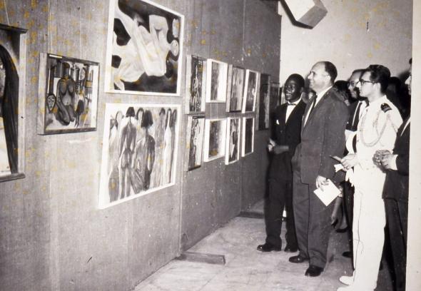 Inauguração da 1ª exposição individual de Malangatana, Lourenço Marques, 1961. Arquivo Pancho Guedes.