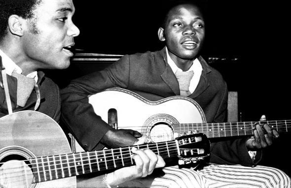 Duo Mimoso. José Agostinho e Filipe Mukenga na Boite Tamar em Luanda, 1973.