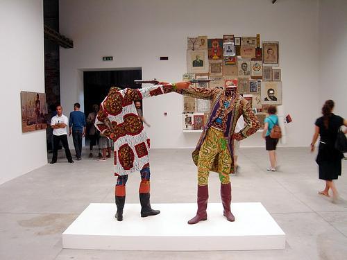 Yinka Shonibare, 'How to blow up two heads at once', in  'Check List - Luanda Pop' exposição colectiva do Pavilhão Africano da 52 Bienal de Veneza, comissariada por F. Alvim e S. Njami.