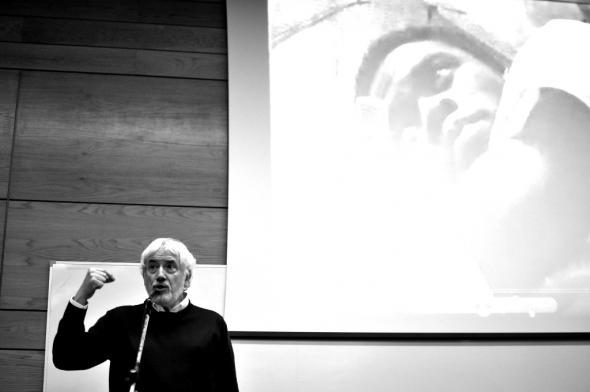Intervenção de Ferran Iniesta na performance de Braima Galissa, ISCTE, 2011. Fotografia de Hugo Cruz.