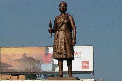monumento dedicado à Rainha Ginga em Luanda