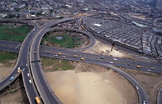 Ring Road / Adaya Street Cloverleaf, Lagos, Nigéria, foto de Julius Berger
