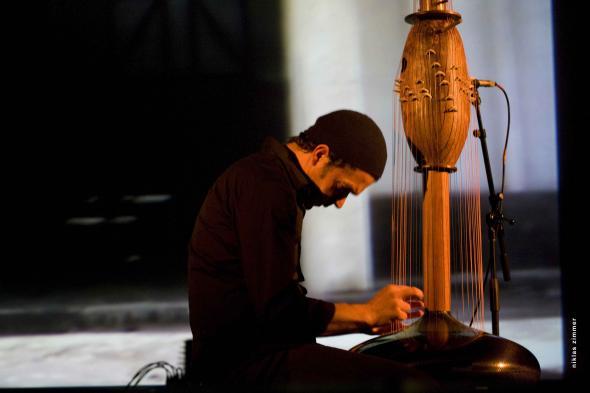 Victor Gama em concerto tocando Toha ©Niklas Zimmer