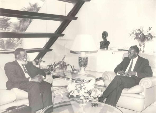 visita de Sam Nujoma a Luanda, em 1990.