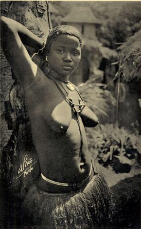 'Beleza Bijagoz, Guiné', fotografia de Domingos Alvão, postal fotográfico da 1ª Exposição Colonial Portuguesa