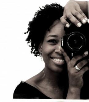 """Francisca Nzenze Meireles, também conhecida como Chiquinha - """"Na rua, vejo surgir aos poucos, outro modelo de gente. Gente que se parece consigo mesma"""". Foto utilizada com permissão."""
