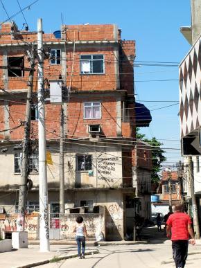 prédios do PU, exemplo da verticalização das casas da Maré