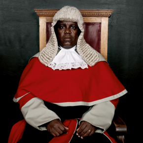 The Honourable Justice Moatlhodi Marumo.Série Judges Botswana, 2005. Pieter Hugo, Courtesy Stevenson Gallery, Cape Town-Johannesburg / Yossi Milo Gallery, New York