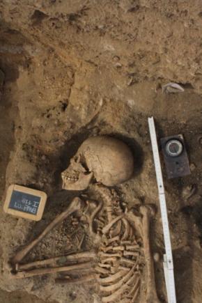 Esqueleto encontrado em 2009 em Lagos no cemitério de africanos do século XV FOTO CEDIDA POR ISABEL CASTRO HENRIQUES