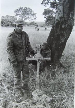 Enterro em Angola, por Ernesto Fernandez