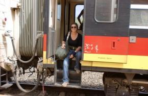 Margarida Paredes a caminho de Malange, na linha de comboio reactivada pela cooperação chinesa depois de parada durante 18 anos