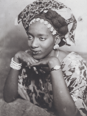 Fotografia de Mama Casset, Senegal, 1930. Coleção Éditions Revue Noire, Paris