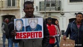 As pessoas mostraram o seu descontentamento em relação à violência policial numa manifestação em frente à Assembleia da República