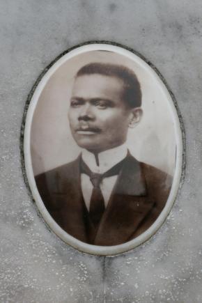 Vicente M. de Freitas foi um dos construtores habilidosos à frente da reforma da Igreja Matriz, atual Catedral, e um dos fundadores da Sociedade Operária Beneficente 13 de maio.