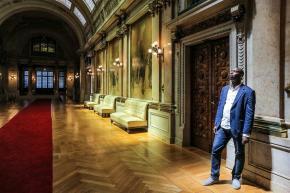 """Mamadou Ba, assessor parlamentar do BE, diz que a esquerda tem """"falhado estrondosamente"""" na luta dos negros pela igualdade Foto Gerardo Santos / Global Imagens"""