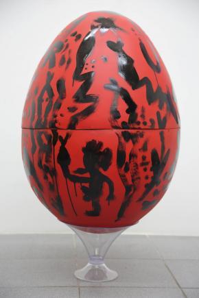 Cabelo, Ovo bomba, 2018, Fibra de vidro, pintura automotiva e esmalte sintético