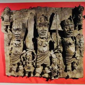 Obá (rei) com o seu séquito Reino de Benim, Nigéria. Bronze em alto. Col. José de Guimarães. escolha de Pedro Cardim