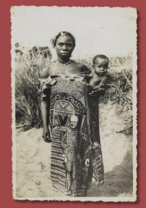 Fotografia de mulher com capulana, anterior a 1961, col particular