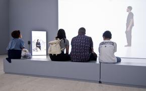 Grada Kilomba, 'Illusions Vol. I, Narcissus and Echo'. 2017. Aspetos da instalação atualmente em exposição na Coleção Moderna. Fotografia de Márcia Leça