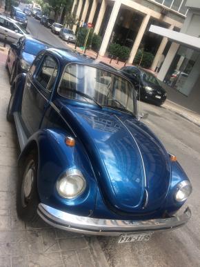 É pá gostei mesmo de ver este carocha! Que sobrevivente né? Já não fazem carros desta fibra, mas tudo bem também gosto dos Jeeps e do melhor conforto mas bolas, Ganda azul!