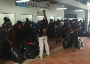 Benjamín Acevedo (Urabá Notíticas) - Migrantes africanos, asiáticos, cubanos e haitianos enchem todos os dias o molhe de Turbo