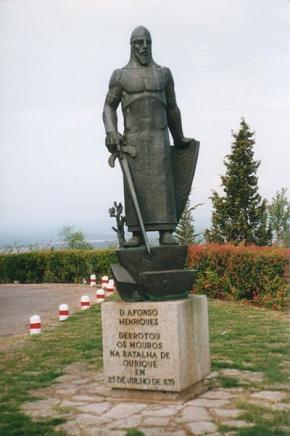 Afonso Henriques aludindo ao 'Milagre de Ourique' mitificando-se a ideia de que derrotou os mouros na Batalha de 1139 com ajuda divina.