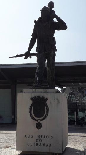 Estátua 'Aos Heróis do Ultramar'. Coimbra, Portugal